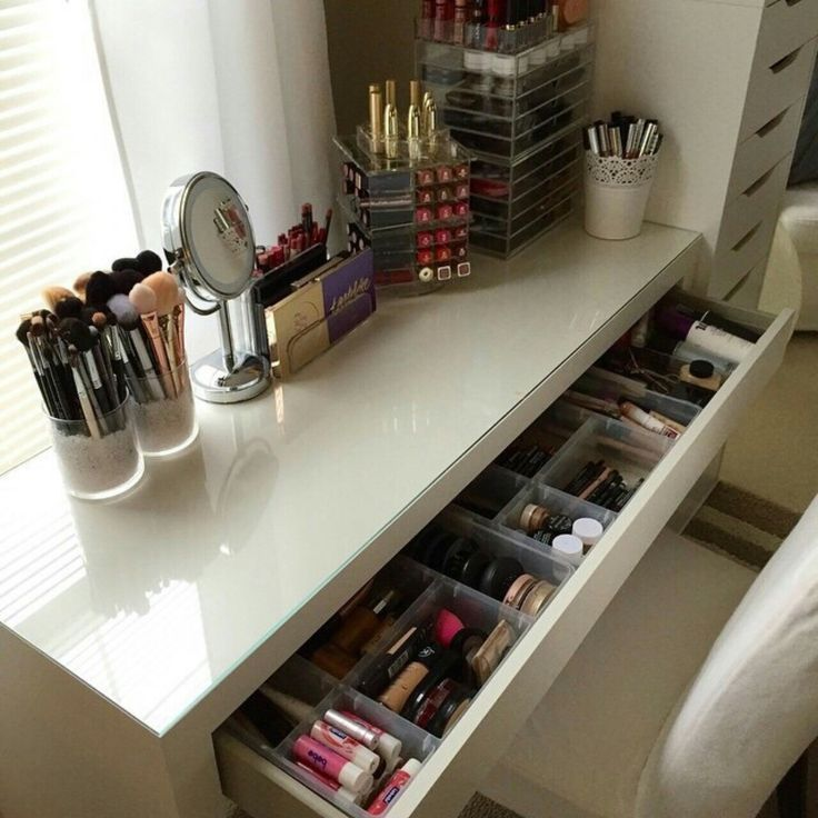Photo of Make-up Eitelkeit. Make-up organisieren. Aufbewahrung von Make-up. Make-up Display …