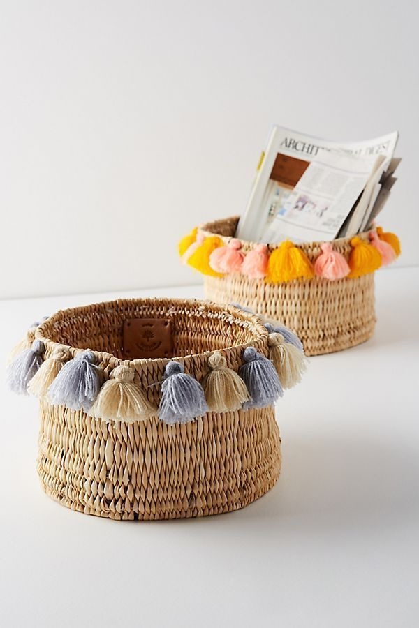 Photo of Slide view: 2: Basket with brushes – #DiaView # basket # with #Quasten #DiaView